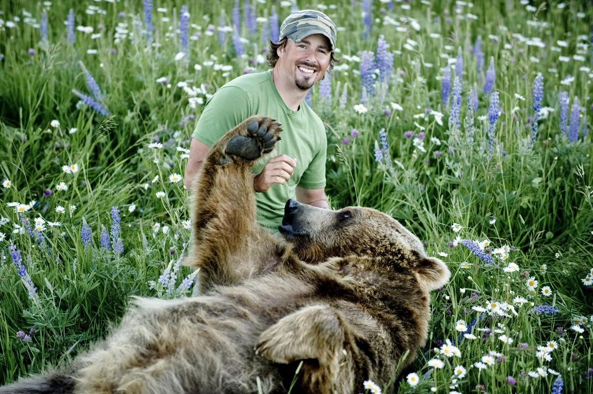 Casey Anderson i niedźwiedź Brutus